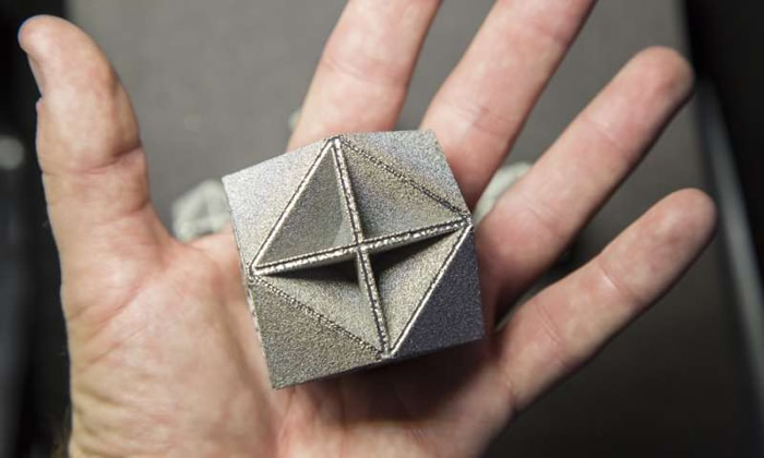Metamaterial achieves performance predicted by theoretical bounds